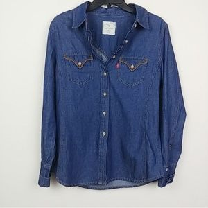 Levi's | 100% Cotton red tab Chambray button down